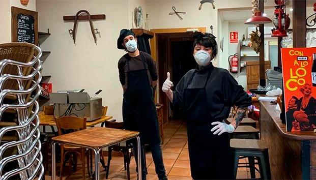 Multan a restaurante por repartir comida a gente vulnerable durante la pandemia