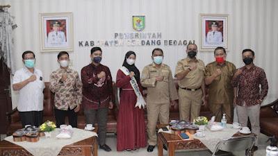 Bupati Sergai Ajak Warga Dukung Tri Octaria Anggraini di Pemilihan Putri Muslimah Nusantara