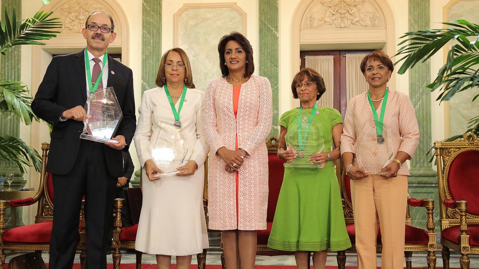 Despacho de la Primera Dama entrega Premio Pediatra del Año en cuatro categorías