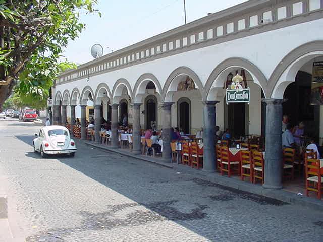 Portales Comala, México