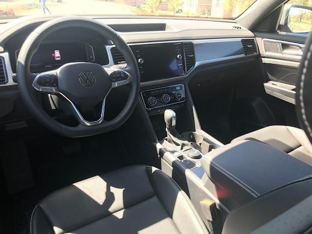 Instrument panel in 2020 Volkswagen Atlas Cross Sport