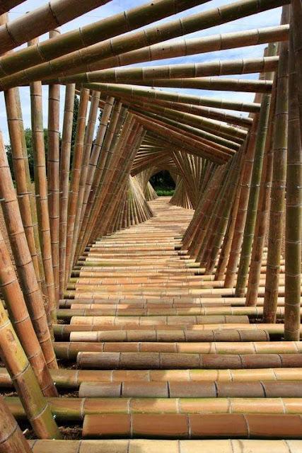 Desain Jalan Setapak dengan potongan bambu