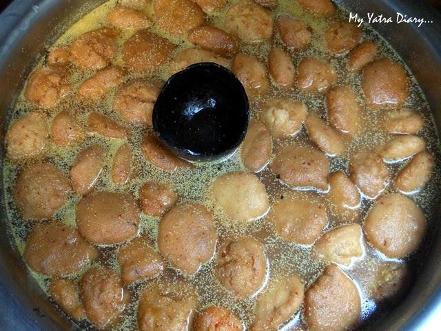 Kanji Vadas at Shri Ram Chaat Bhandar, Gheewalon ka Raasta, Jaipur food, Rajasthan