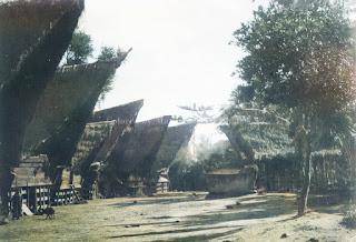 rumah masyarakat batak di lumban suhi-suhi samosir