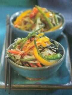 Fideos de arroz tiritas de vegetales