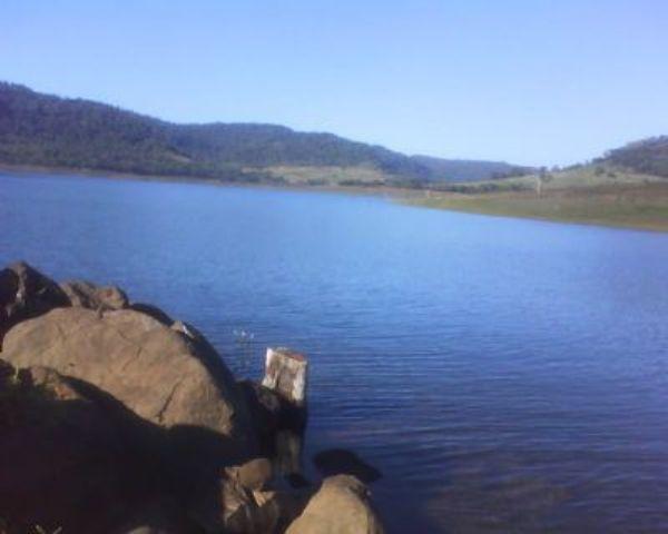 Três adolescentes foram retiradas sem vida de lago e dois continuam desaparecidos