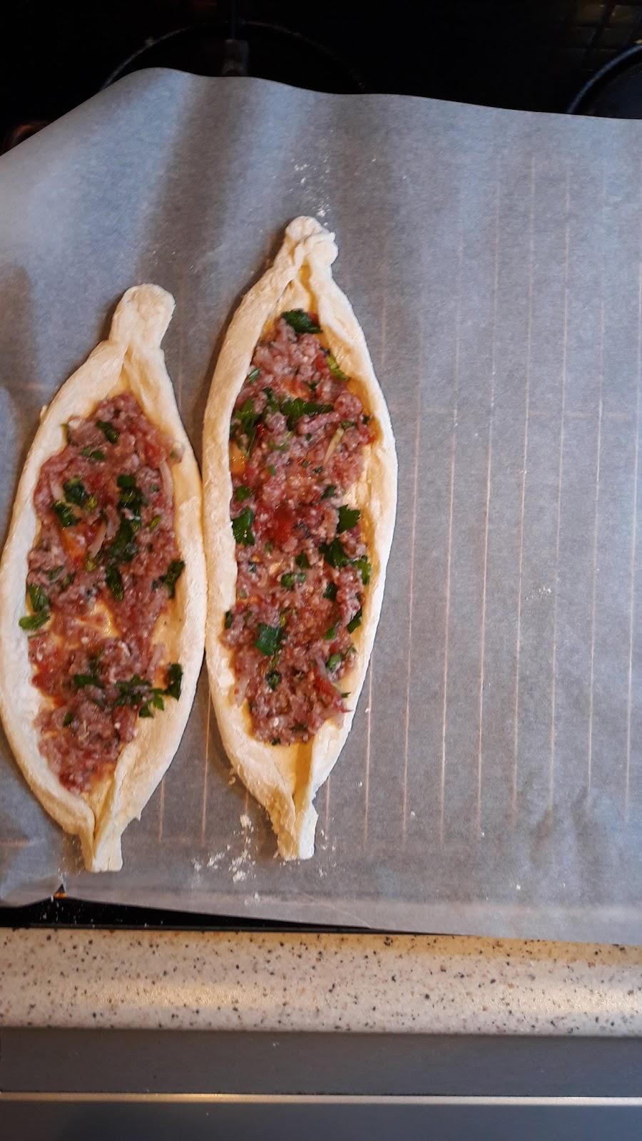 Şampanya ve yengeç çubukları ile salata: Günlük yaşam ve tatiller için lezzetli yemekler için 5 basit yemek tarifleri 69