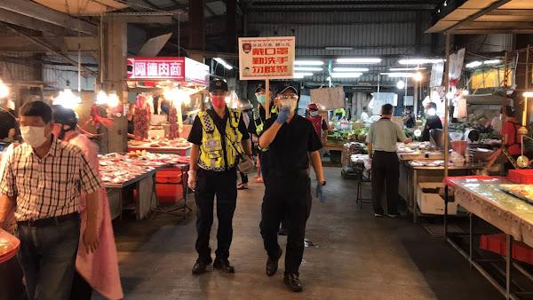 彰化傳統市場宣導防疫措施 芳苑警分局籲口罩要戴好
