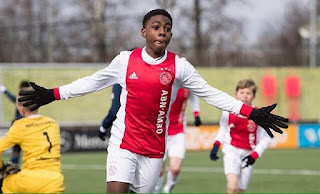 Chelsea favorite to lead 15-year-old Ajax sensation ahead of Manchester City and United