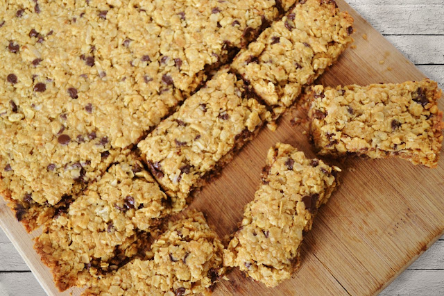 Make your own granola bars by Over The Apple Tree