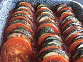 Pieczony bakłażan, cukinia i pomidory