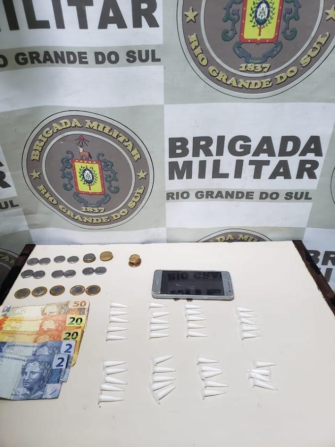 BM realiza prisão e apreensão de menor por tráfico de drogas no Jardim do Bosque em Cachoeirinha