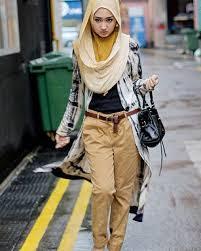 Foto Fashion Wanita Berhijab