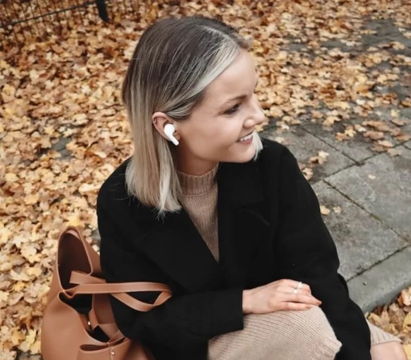 Allow the music and your mood to guide you with LG TONE Free Earbuds
