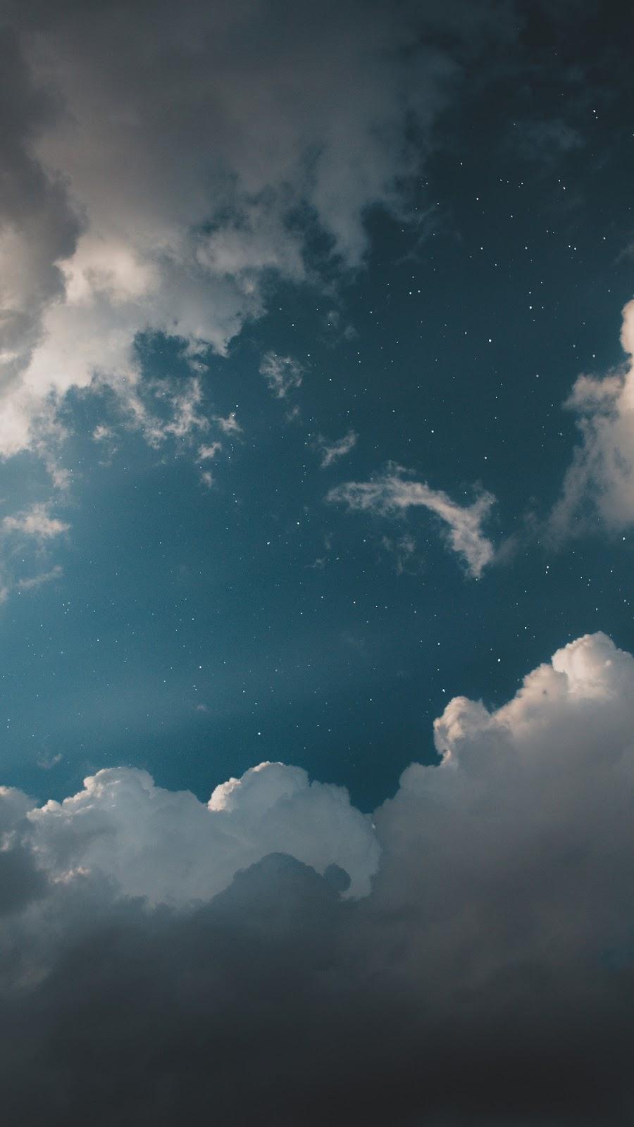 Mây bồng bềnh giữa trời sao
