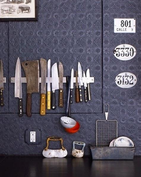 Cuchillos a la pared