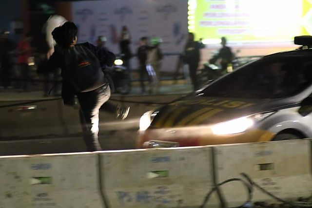 Rusak Mobil Patroli Polisi, 3 Pemuda jadi DPO - BONE TERKINI