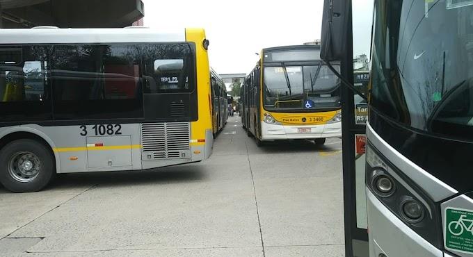 GREVE: Sindicato bloqueia saída de garagem de ônibus na Zona Leste e 21 linhas são afetadas