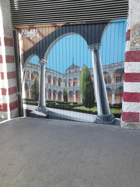 Claustro de la Facultad de Derecho.......en un grafiti.