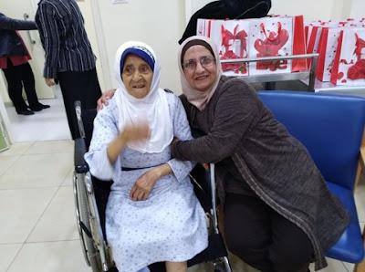 سيدة الأعمال اللبنانية وفاء قرانوح رئيسة جمعيه رمز العطاء توزع الهدايا والمساعدات على دار العجزة الإسلامية بلبنان