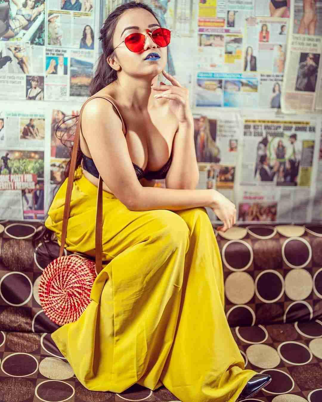 Ullu App Charmsukh Salahkaar (2021) Actress Leena Jumani Instagram Photos
