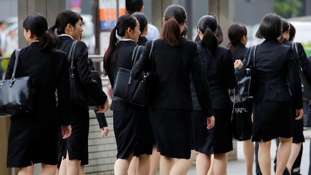 Prohíben que las mujeres de Japón usen anteojos en el trabajo