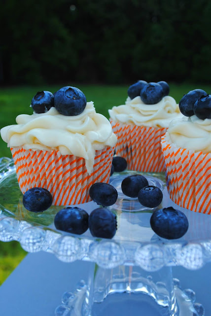 bacon-blueberry-cupcakes- cream- cheese- frosting