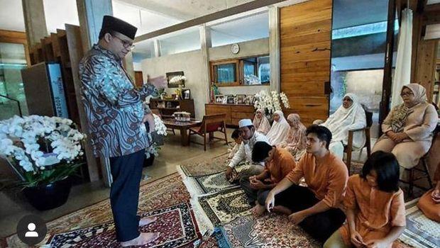 Idul Fitri Hari Pertama: Jokowi Salat Id Berjemaah, Anies Lebaran di Rumah