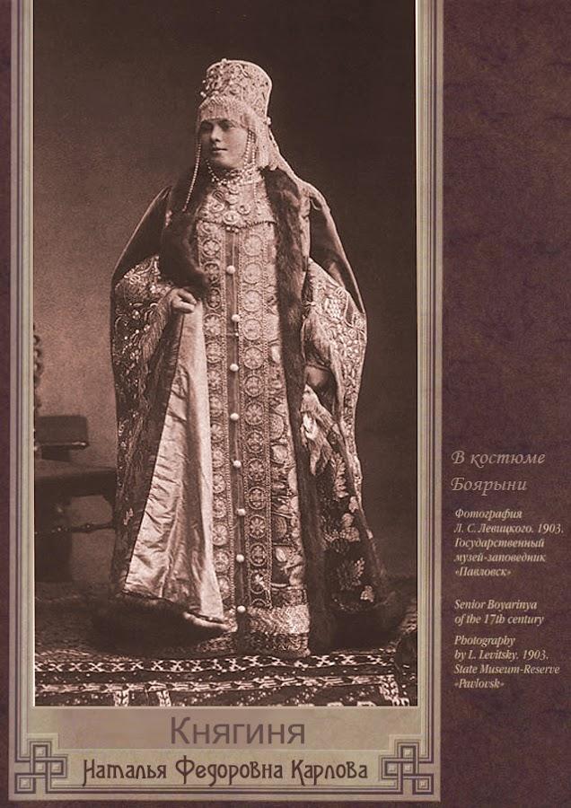 traje-tradicional-ruso-vesitmenta-mujer