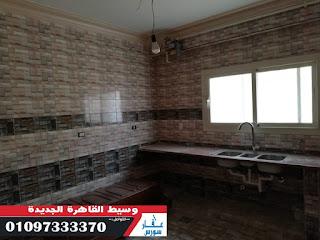 شقة للايجار بالتجمع القاهرة الجديدة ادارى على شارع رئيسى وتشطيب ممتاز
