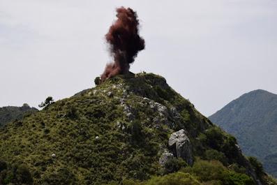 Η αναπαράσταση της ανατίναξης του Κουγκίου. Γίνεται κάθε  χρόνο την τελευταία Κυριακή του Μαΐου στα Βουνά του Σουλίου.