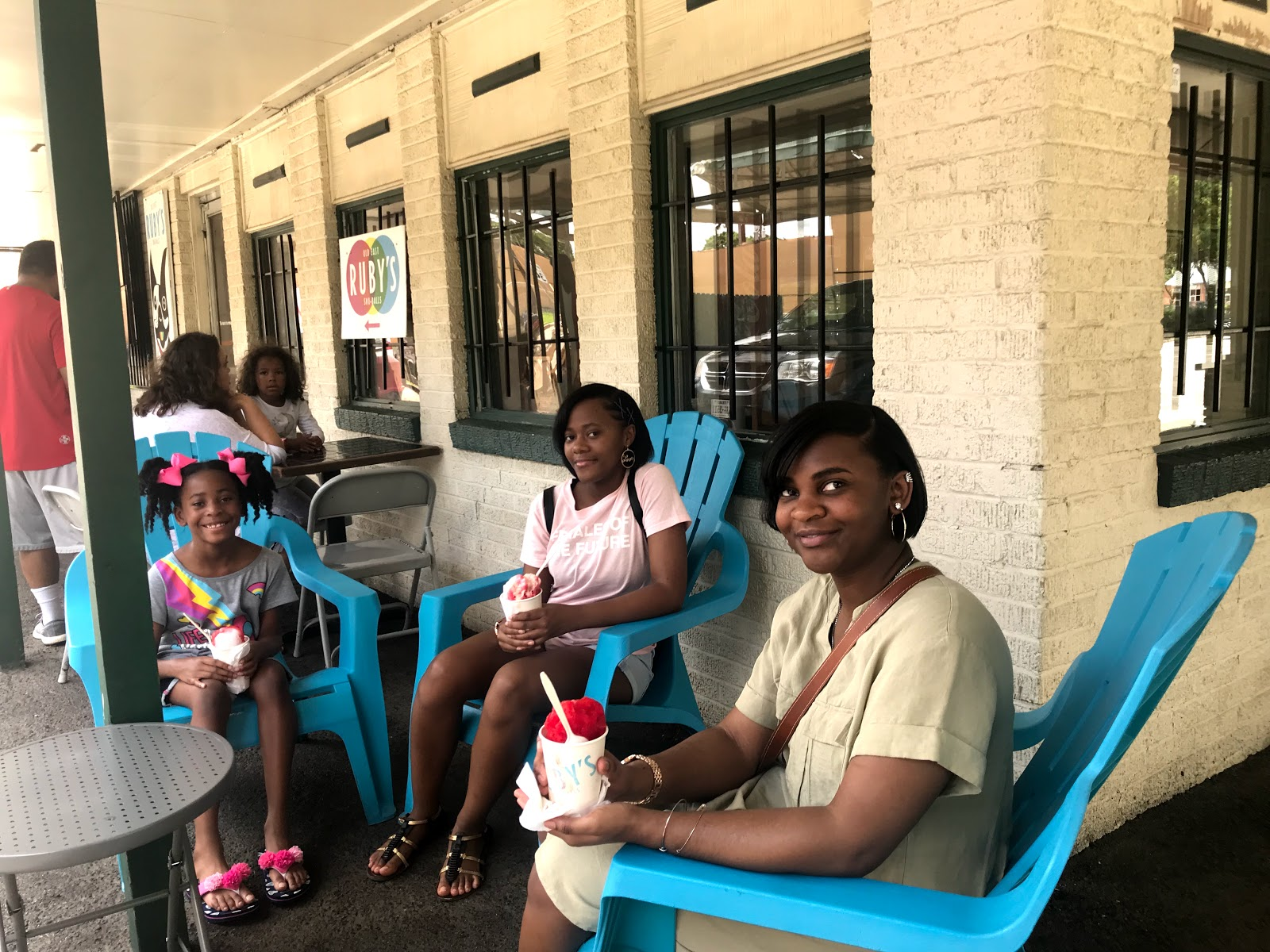 Image: Family enjoying snow cones at Ruby's in Dallas Texas