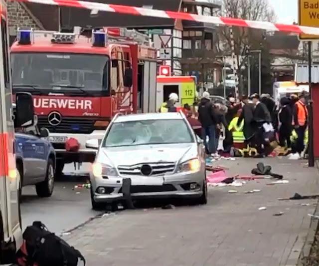 Кола се вряза в карнавално шествие в Германия, най-малко 15 са ранени (ВИДЕО, СНИМКИ)