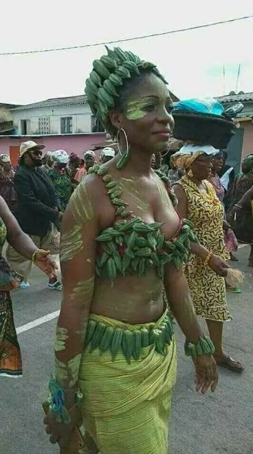 See How This Smiling Lady Walked Around In Public With Her Unique Costume (Photos)
