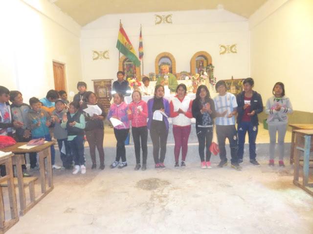Jugendchor Esmoraca singt in der neuen Kapelle in Casa Grande