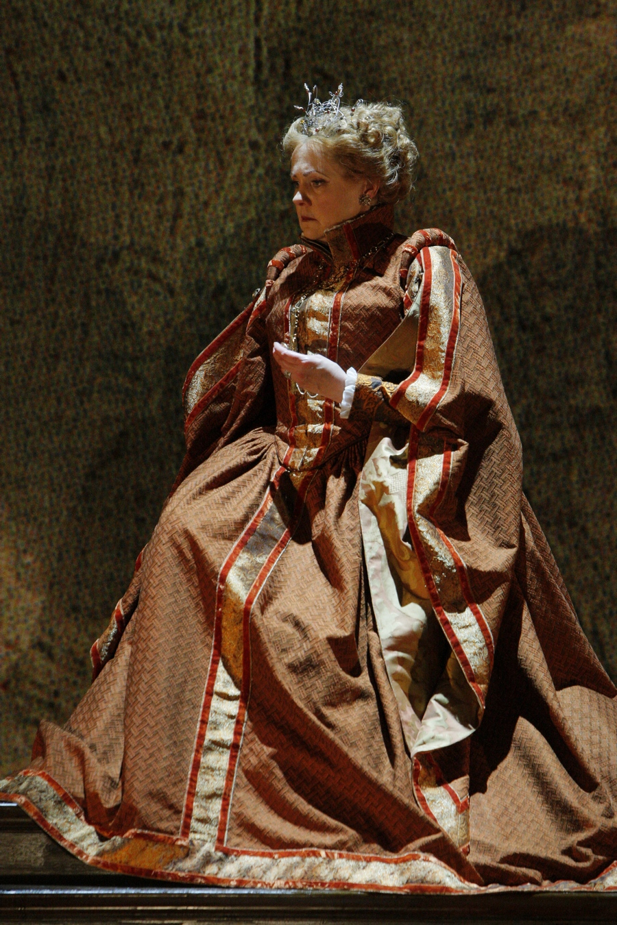 ARTS IN ACTION: Washington Concert Opera star soprano BRENDA HARRIS as Elisabetta in Minnesota Opera's 2010 production of Gaetano Donizetti's ROBERTO DEVEREUX [Photo by Michael Daniel, © by Minnesota Opera]