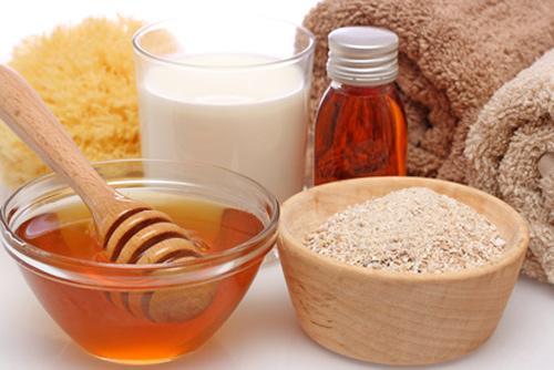 Tắm trắng bằng mật ong, bột yến mạch