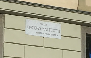 Photo of sign indicating Piazza Giacomo Matteotti in Bergamo