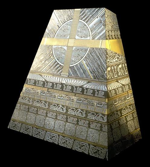 Escultura de circuitos pirámide.