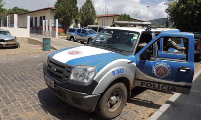 Bandidos se passam por funcionários da Coelba e assaltam residência em Brumado
