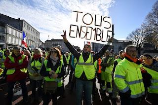 https://1.bp.blogspot.com/-WZUFeOziTck/XdFtuhq60bI/AAAAAAAAF-4/0IsfmisfPtYKArpv6HwoVkKz6jzN0WPfACLcBGAsYHQ/s320/Manifestation-gilets-jaunes-Rochefort-Charente-Maritime-24-novembre-2018_1_729_486.jpg