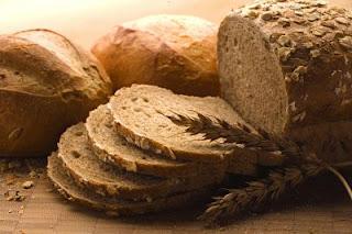 """<img src=""""el-pan-integral-engorda.jpg"""" alt=""""el pan integral tiene más kilocalorías que el blanco. Así que engorda igual"""">"""