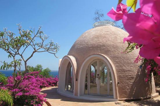 Tiny House Dome Shape - Mentigi Bay Dome Villa