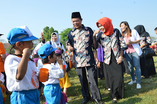 Walikota Mojokerto dan Ribuan Bocah TK Kompak Nyanyikan Lagu 'Satu-Satu'