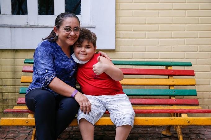 Cearense de 8 anos faz rifa da bicicleta que ganhou no Natal para custear tratamento de doença rara em SP
