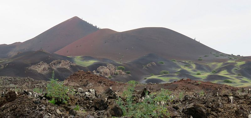 Hannekenils veelkleurig vulkaangesteente op ascension - In het midden eiland grootte ...