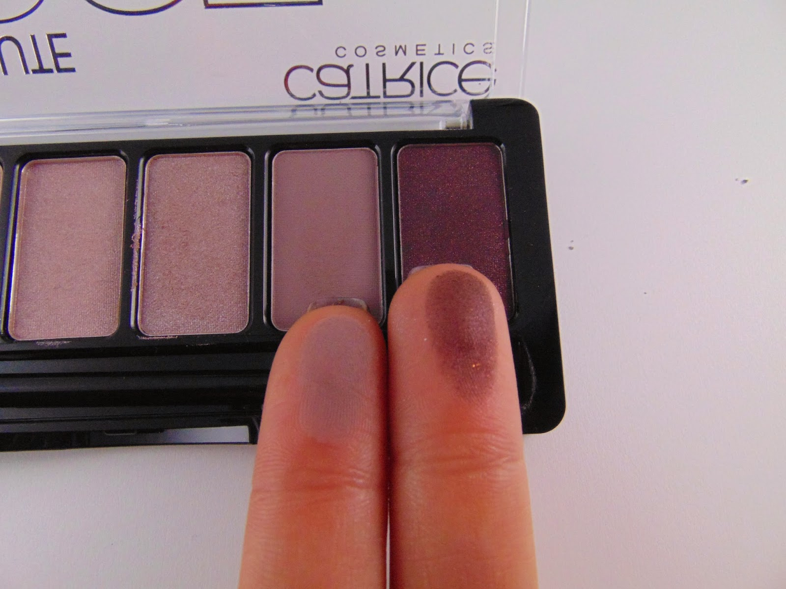 Catrice Rose Absolute Eye Shadow Palette Swatch - www.annitschkasblog.de
