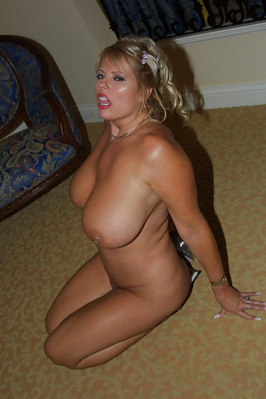 busty deelite southern charms