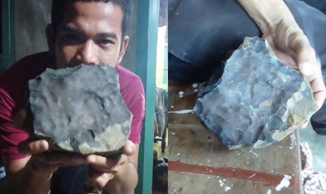 Batu Jatuh dari Angkasa Ditawar Rp 200 Juta, Pemilik: Gak Saya Jual!