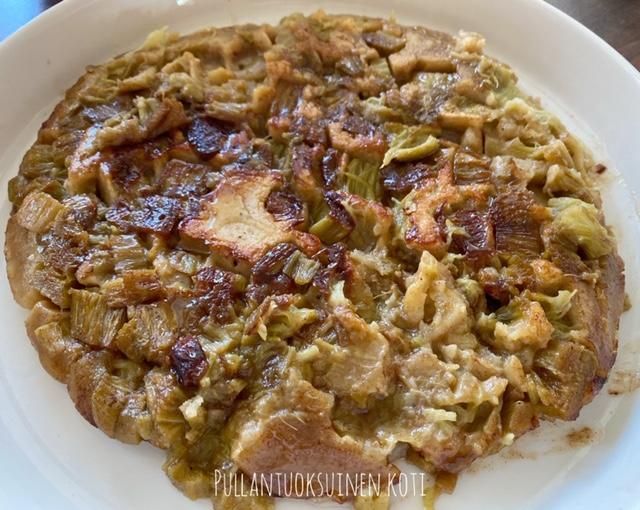 #raparperipaistos #raparperi #leivonta #helpporesepti #piirakka #rhubarb #pie #baking